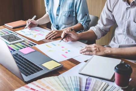 Foto de Team of Creative Web/Graphic Designer planning, drawing website ux app for mobile phone application and development template layout, process to developing prototype wireframe, User experience concept. - Imagen libre de derechos