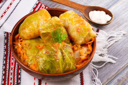 Photo pour Stuffed cabbage leaves with meat. Cabbage rolls with meat, rice and vegetables. Dolma, sarma, sarmale, golubtsy or golabki, horizontal - image libre de droit