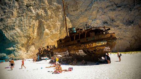 Foto de Navagio Shipwreck in Zakynthos Greece - Imagen libre de derechos