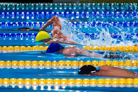 Photo pour free style men  competition in swimming pool - image libre de droit