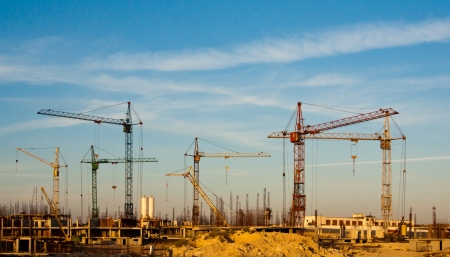 Photo pour Building site and cranes - construction  landscape - image libre de droit