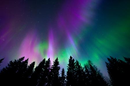 Photo pour Colorful northern lights - image libre de droit