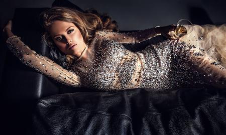 Photo pour Elegant young woman in luxury dress - image libre de droit