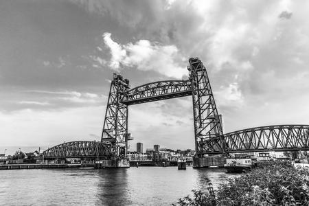 Foto de Liftbridge Koningshavenbridge De Hef in Rotterdam. Black-white photo. - Imagen libre de derechos