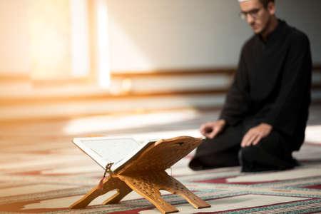 Photo pour Religious muslim man praying inside the mosque - image libre de droit