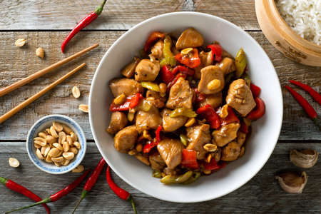 Photo pour Delicious Kung Pao Chicken with peppers, celery and peanuts. - image libre de droit