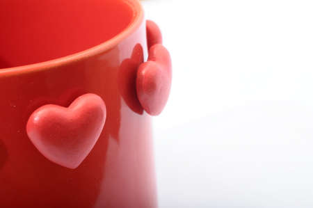 Photo pour Red heart on red mug for coffe with love - image libre de droit