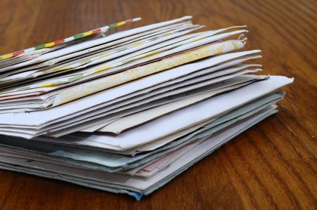 Foto de Pile of old mails letters and envelopes on wooden table - Imagen libre de derechos