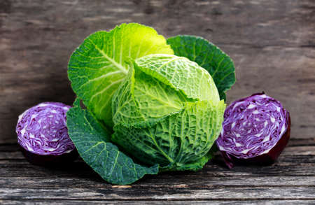 Photo pour Fresh Green cabbage and slice of Red cabbage on old wooden table - image libre de droit