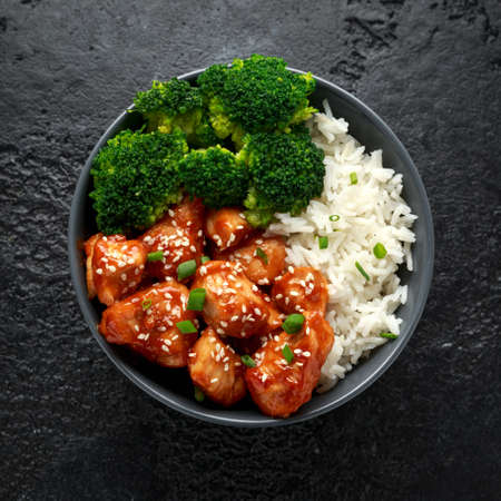 Foto de Teriyaki chicken, steamed broccoli and basmati rice served in bowl - Imagen libre de derechos