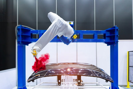 Photo pour Robotic arm painting spray to the automotive part. High-technology manufacturing concept. - image libre de droit