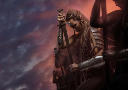 Photo pour Beautiful female warrior elf with sword over cloudy sky - image libre de droit