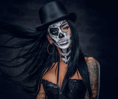 Photo pour Portrait of zombie woman with painted skull face. - image libre de droit