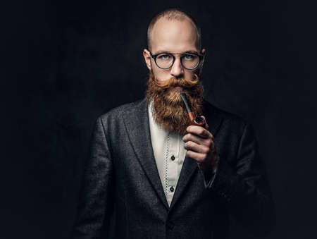 Photo pour A man smoking pipe over grey background. - image libre de droit