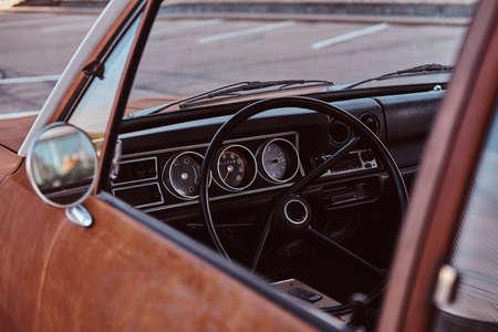 Photo pour Steering wheel and dashboard. Interior of a restored retro car. - image libre de droit