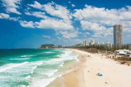 Foto de Gold Coast with a beach full of tourists seen from above. Queensland, Australia - Imagen libre de derechos