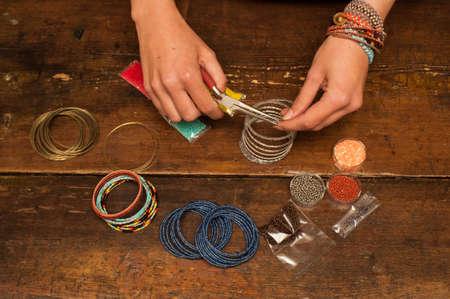 Photo pour making bracelet jewellery - image libre de droit