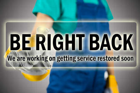 Foto de Be right back - ISP interruption message showing that they are aware that the service is down and are in the process of repairing the internet connection - Imagen libre de derechos