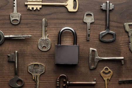 Foto de check-lock and different keys on wooden background concept - Imagen libre de derechos