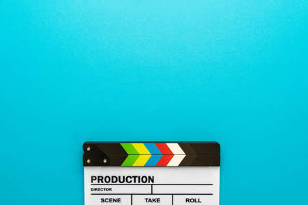 Photo pour Top section of white clapperboard at the bottom of turquoise blue - image libre de droit