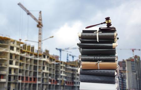 Photo pour Document files with gavel on buildings under construction - image libre de droit