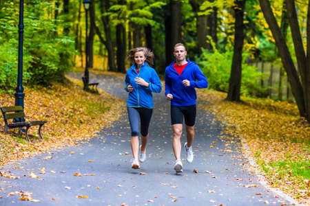 Foto per Healthy lifestyle - woman and man running - Immagine Royalty Free