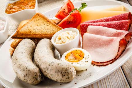 Foto de Breakfast with eggs and sausages - Imagen libre de derechos