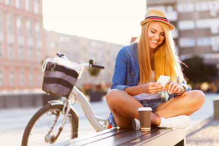 Photo pour Young stylish woman with a bicycle in a city street - image libre de droit