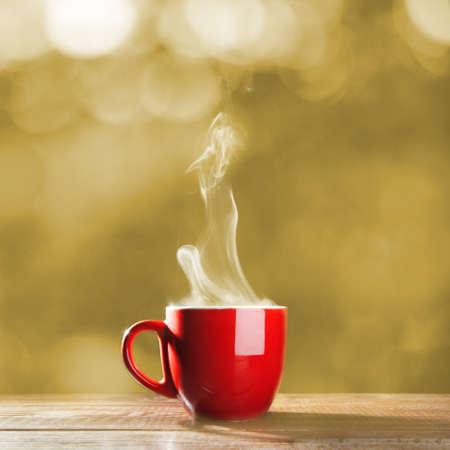 Photo pour Red cup of coffee - image libre de droit