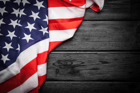 Photo pour Flag of USA on dark wood background - image libre de droit
