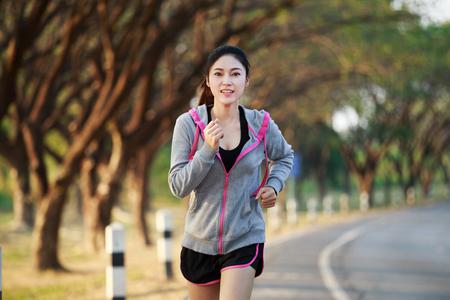 Foto de fitness woman running in the park - Imagen libre de derechos