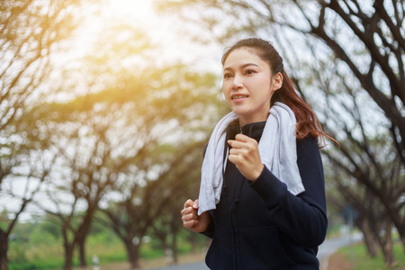 Foto de beautiful fitness woman running in the park - Imagen libre de derechos