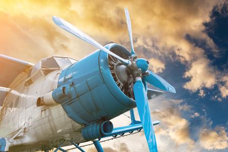 Foto de plane with propeller on beautiful bright sunset sky background - Imagen libre de derechos