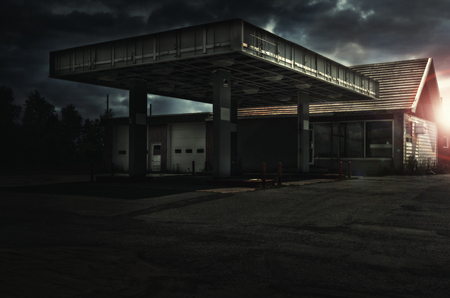Photo pour Abandoned freaking old gas station, sunset in background. - image libre de droit