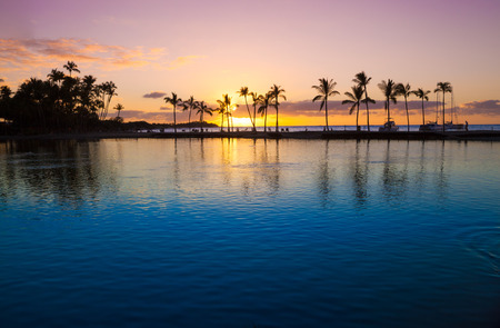 Photo pour Beautiful sunset on Hawaiian beach, Big Island - image libre de droit