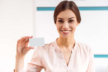 Photo pour Portrait of a young woman who keeps the in the hands card of the patient - image libre de droit