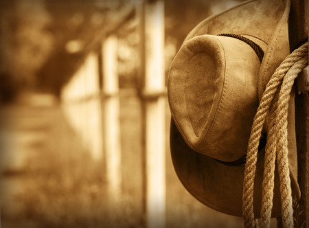 Foto de Western background with cowboy hat and lasso - Imagen libre de derechos