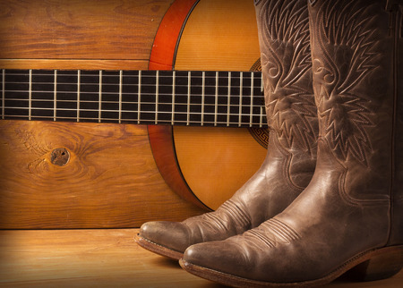 Photo pour American Country music with guitar and cowboy shoes on wood - image libre de droit
