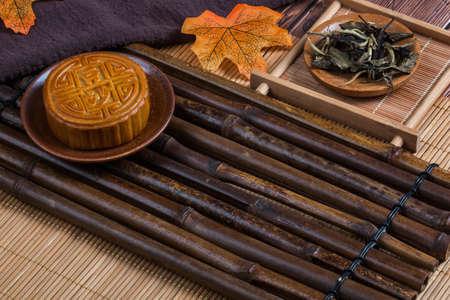 Photo pour Mid-Autumn Festival moon cake on the plate - image libre de droit