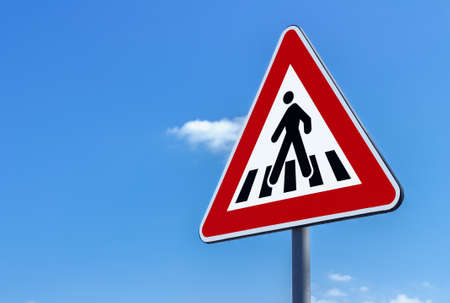 Foto de Pedestrian crossing sign against blue sky background - Imagen libre de derechos