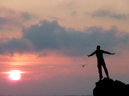 Photo pour silhouette of a man at the top of the mountain against the sky - image libre de droit