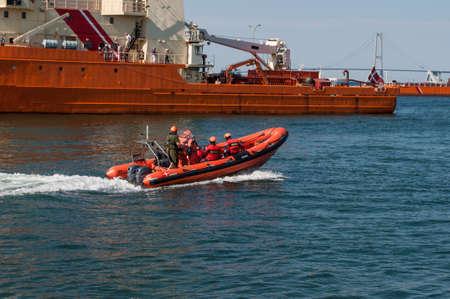 Foto de Korsor Denmark - August 22. 2015: Royal Danish Navy RIB boat sailing in the port - Imagen libre de derechos