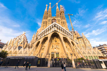 Foto de BARCELONA, SPAIN - FEBRUARY 16, 2017: Cathedral of Sagrada Familia. The famous project of Antonio Gaudi. Copy space. Space for text - Imagen libre de derechos
