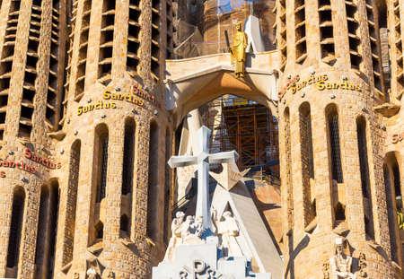Foto de BARCELONA, SPAIN - MAY 31, 2019: Facade of Sangrada Familia church - Imagen libre de derechos