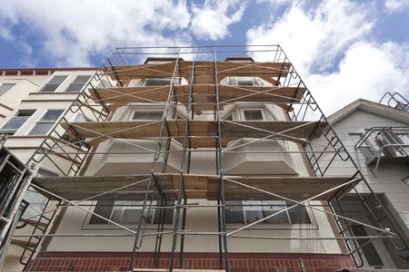 Photo pour Looking up at building renovation scaffolding. Horizontal. - image libre de droit