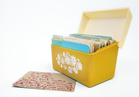 Foto de Vintage 1970s yellow recipe box with  card. Isolated. - Imagen libre de derechos