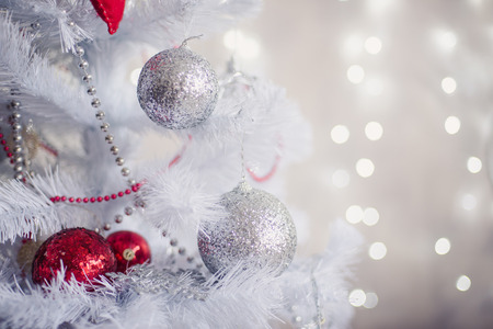 Photo pour White Christmas decoration with balls on fir branches with blurred background - image libre de droit