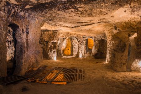 Photo pour Explore Kaymakli ancient multi-level underground cave city in Cappadocia, Travel to Turkey. - image libre de droit