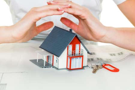 Foto de a woman protects your house and home - Imagen libre de derechos