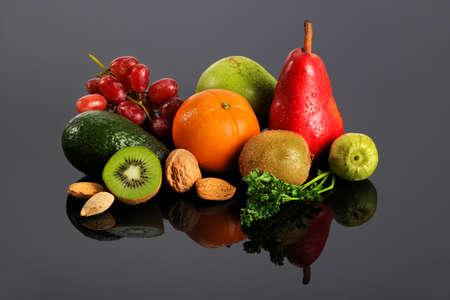 Foto de Fresh fruits and vegetables with reflections on table - Imagen libre de derechos